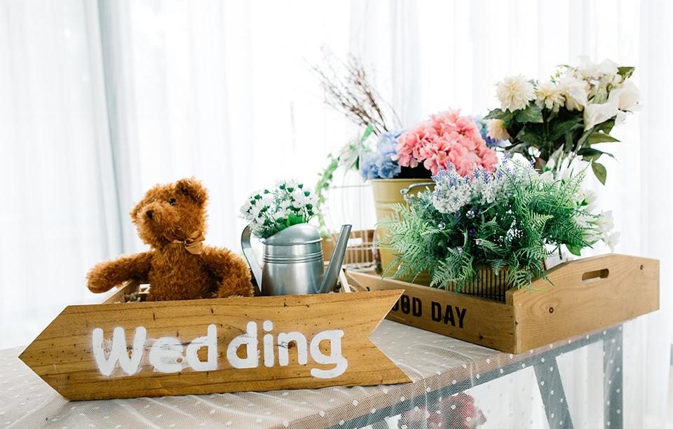 華やかな受付でゲストをお出迎え!結婚式受付の飾り付けアイデア